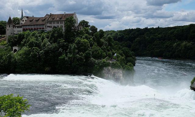 Замок на Рейнском водопаде