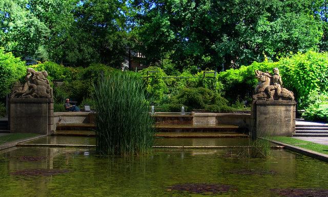 Пруд в саду Роз в Берне