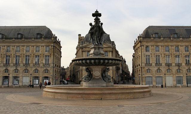 Старинная площадь в Бордо