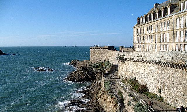 У крепости Сен-Мало