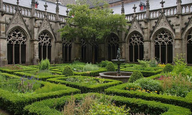 Внутренний дворик Домского собора