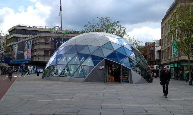 Необычные здания в центре Эйндховена