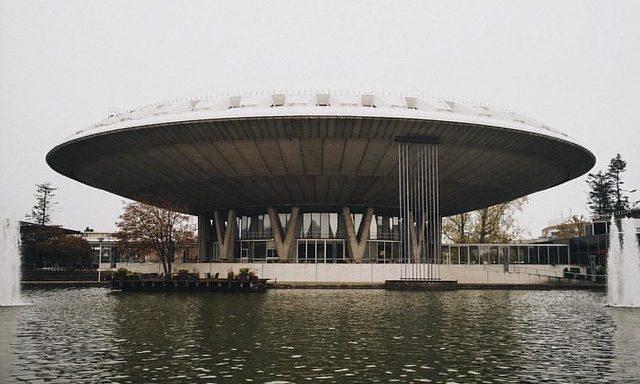 Здание Эволюон в Эйндховене