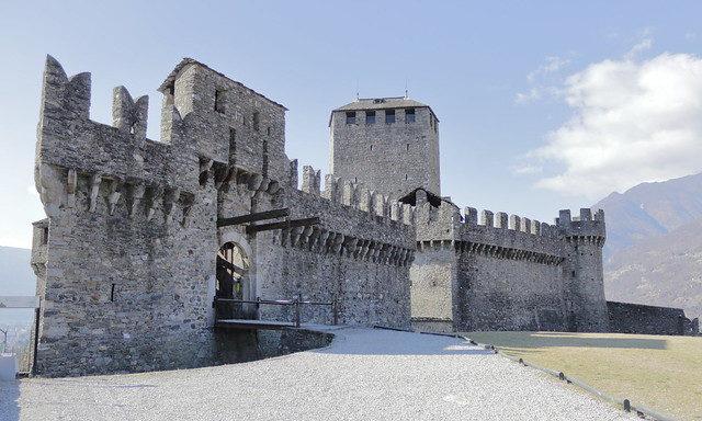 один из замков в Беллинцоне