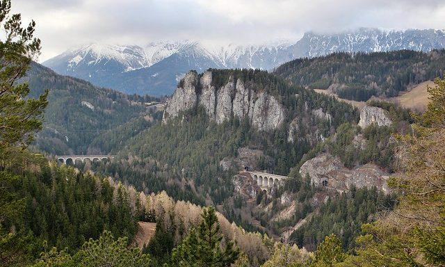 Горные пейзажи и виадук в Земмеринге