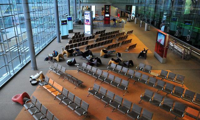 ал ожидания в аэропорт Шарль де Голль
