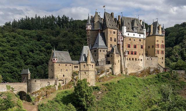 Замок Эльц вблизи
